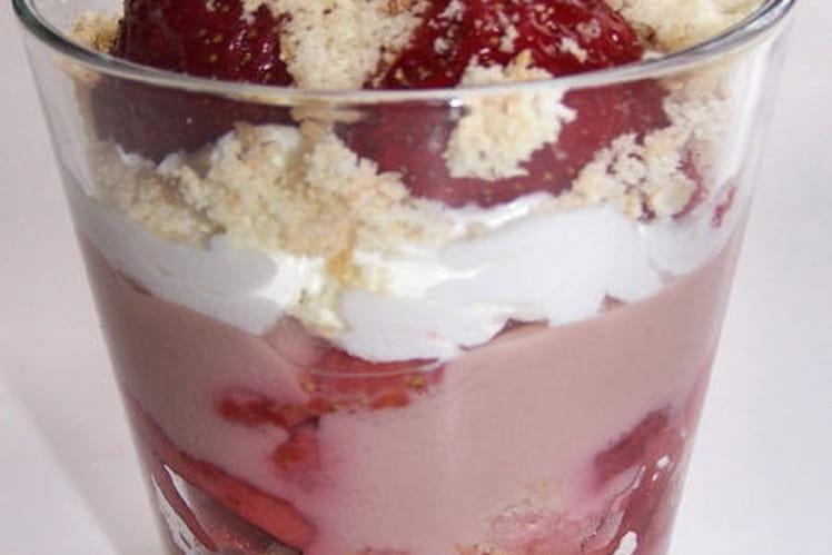 Trifle de fraises à la rose et au chocolat blanc