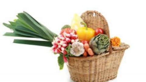 A la cueillette des fruits et légumes printaniers