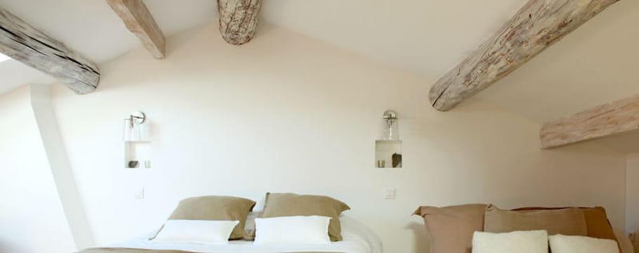 Comble et grenier id es et conseils d 39 am nagement pour optimiser l 39 espace sous toit - Decoration peinture combles ...