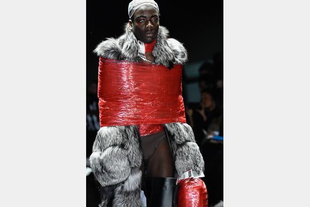 Le manteau scotché du défilé Hood by Air