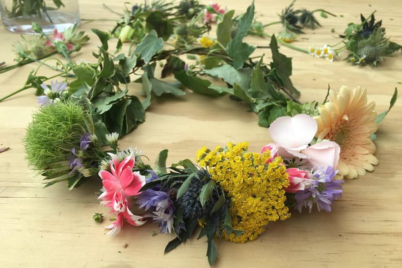 DIY: une couronne de fleurs fraîches