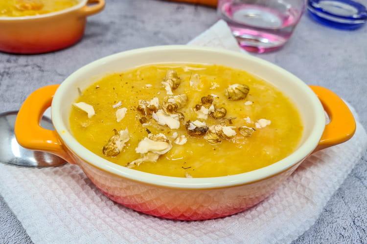 Soupe de légumes d'hiver (pommes de terre, carottes et poireaux)