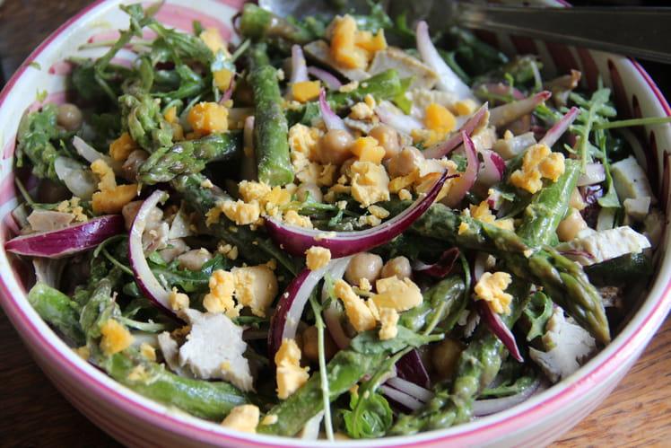 Salade de pois chiche, asperges vertes, roquette et oignons violets