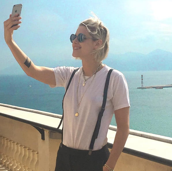 Kristen Stewart se prend en selfie