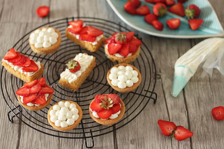 Sablé breton en tartelettes ganache montée au chocolat blanc et fraises