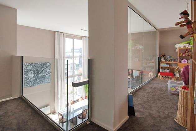 Une mezzanine protégée par le verre