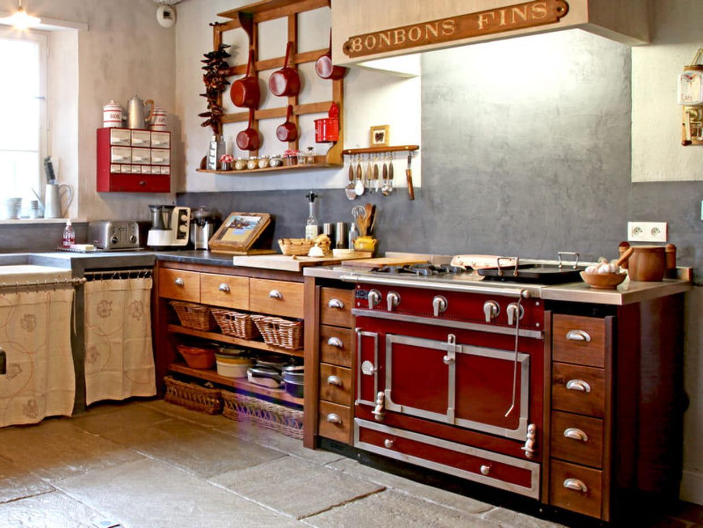 cuisine en bois familiale. Black Bedroom Furniture Sets. Home Design Ideas