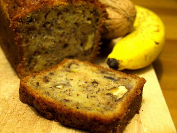 recette de cake moelleux la banane et aux noix la recette facile. Black Bedroom Furniture Sets. Home Design Ideas