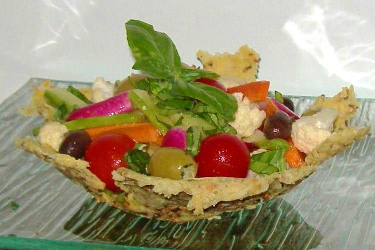 salade de crudités en coupe de parmesan