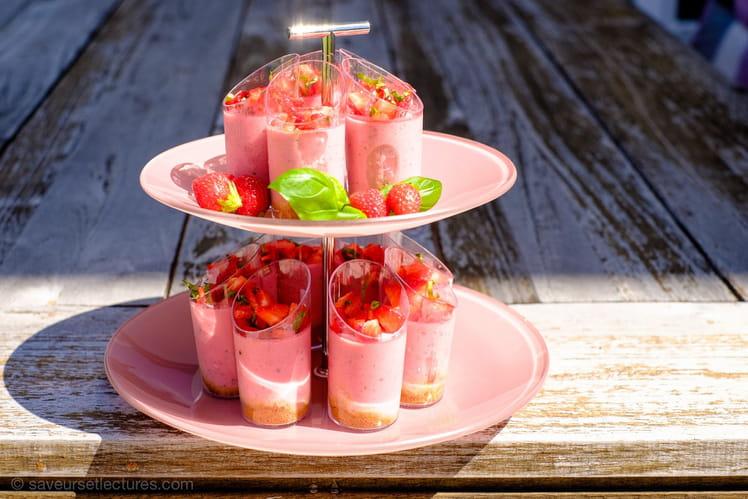 Verrines légères cheesecake fraise-basilic