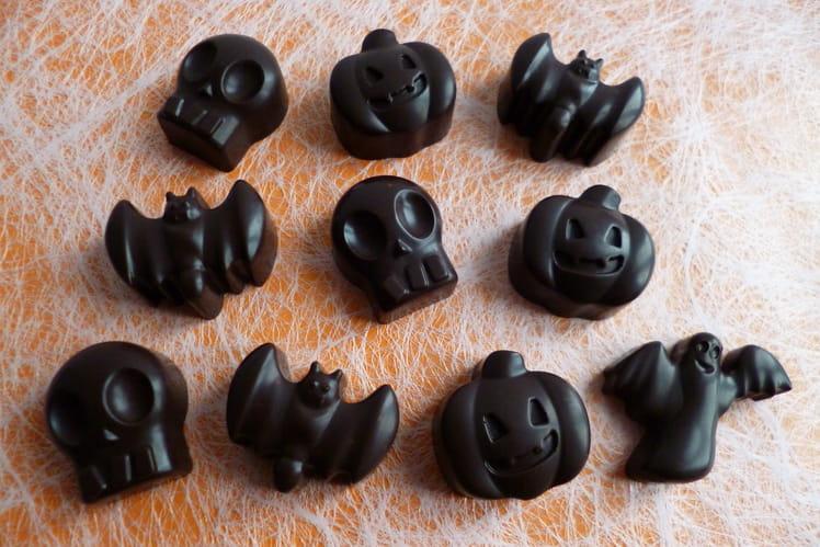 Chocolats noirs d'Halloween aux graines d'anis, de lin et de chia (allégés, diététiques, sans sucre et très riches en fibres)