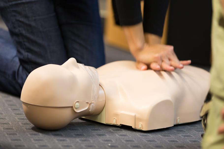 Apprenez à sauver des vies avec la caravane d'été de la Croix-Rouge