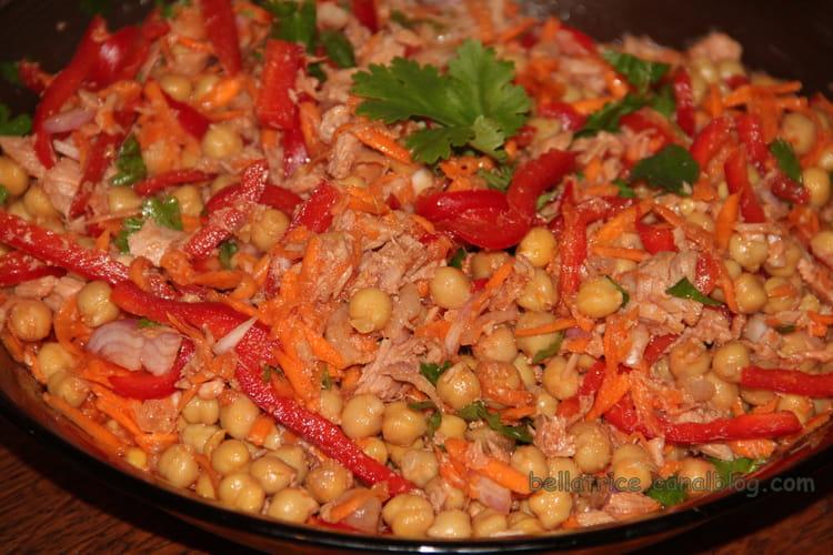 Salade de pois chiches, thon, poivrons et carottes