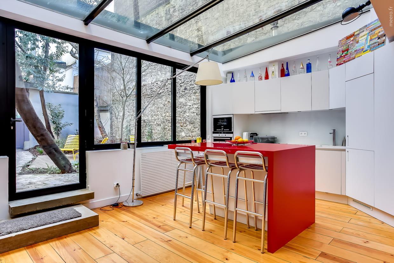 une v randa cuisine. Black Bedroom Furniture Sets. Home Design Ideas