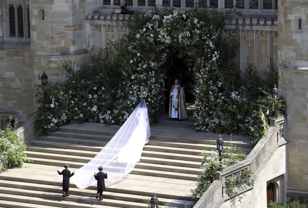 La mariée entre dans la chapelle Saint-George