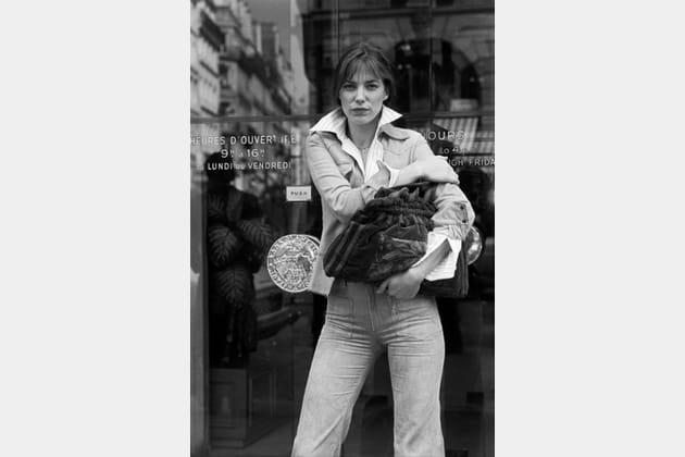 En chemise à col oversize, le classique des 70's