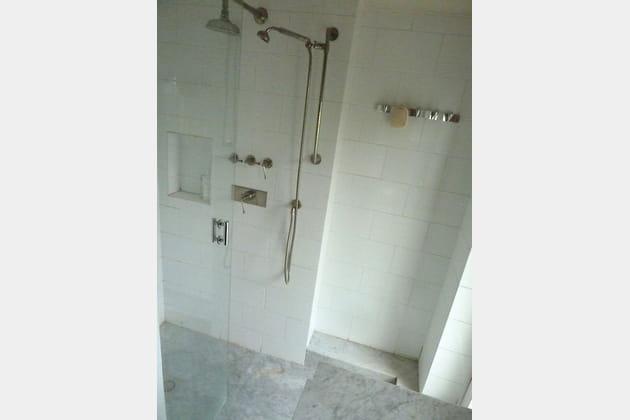 Avant: une douche blanche