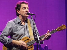 francis cabrel lors d'un concert organisé en2008 au forest festival de