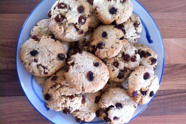 Cookies aux raisins secs, noisettes et flocons d'avoine