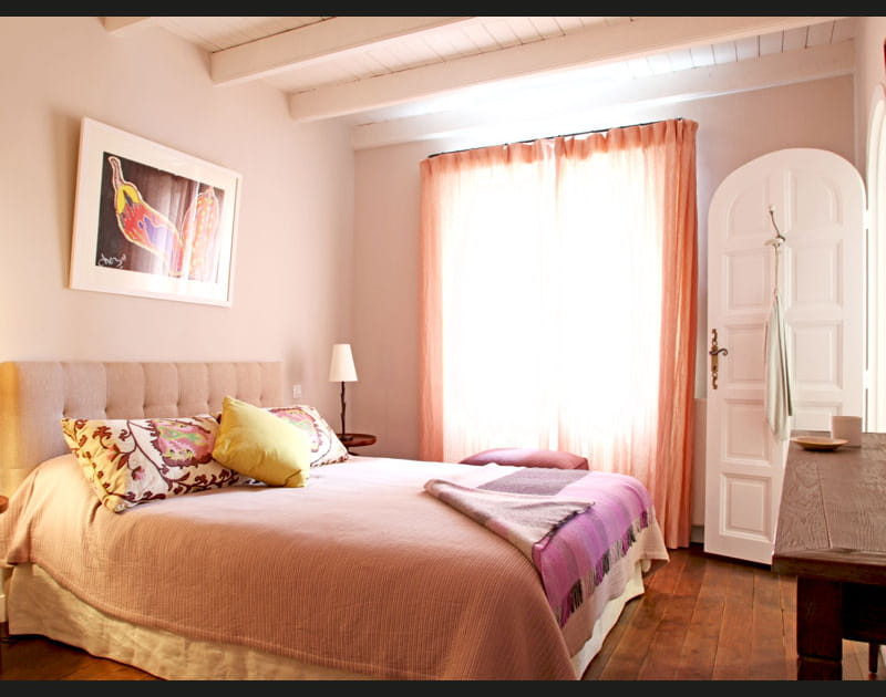 Une chambre d'ami aux couleurs douces