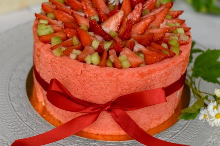 Charlotte printanière, fraise et rhubarbe, mousse fromage blanc