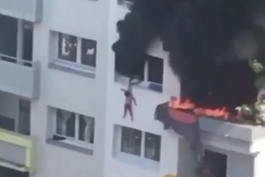 """Leurs enfants se jettent du 3e étage en feu, les parents entendus pour """"délaissement"""""""