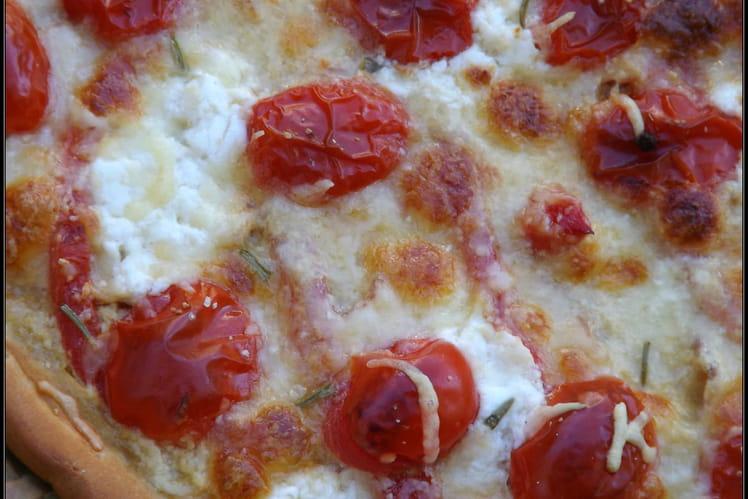 Tarte aux tomates cerises-chèvre romarin frais