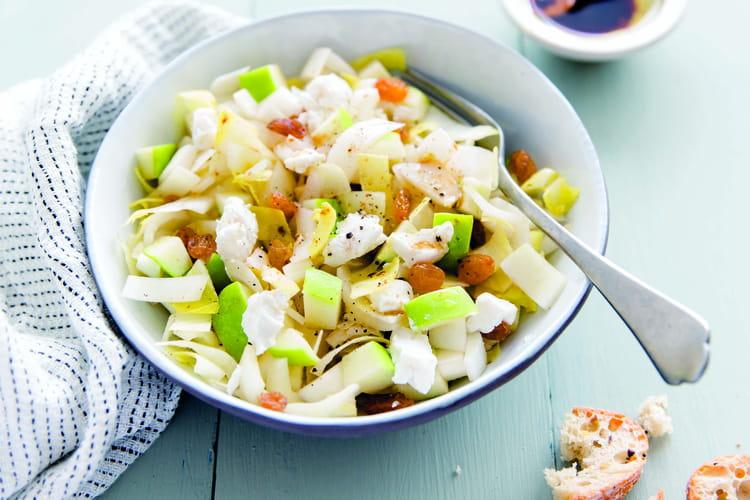 Salade d'endives, pommes Granny, chèvre et raisins secs