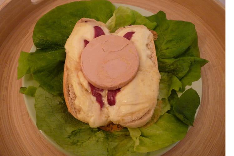 Salade de saint-marcellin, magret et foie gras