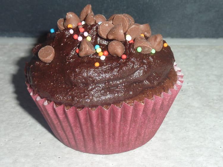 Recette de cupcakes au chocolat et gla age chocolat la recette facile - Glacage cupcake facile ...