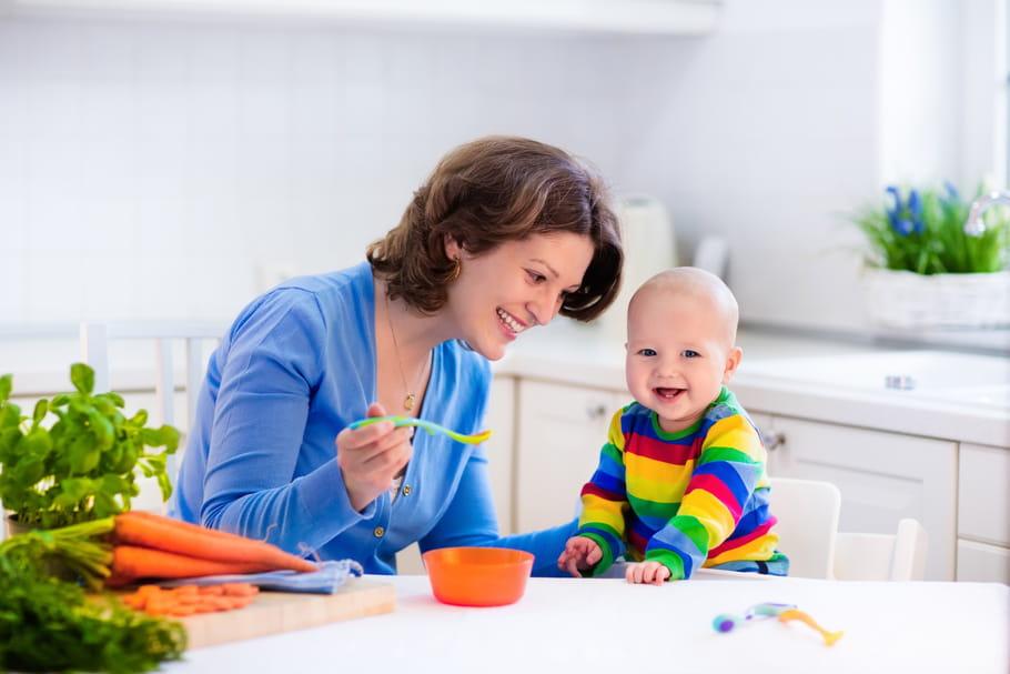 Introduire les morceaux dans l'alimentation de bébé: comment, à quel âge?