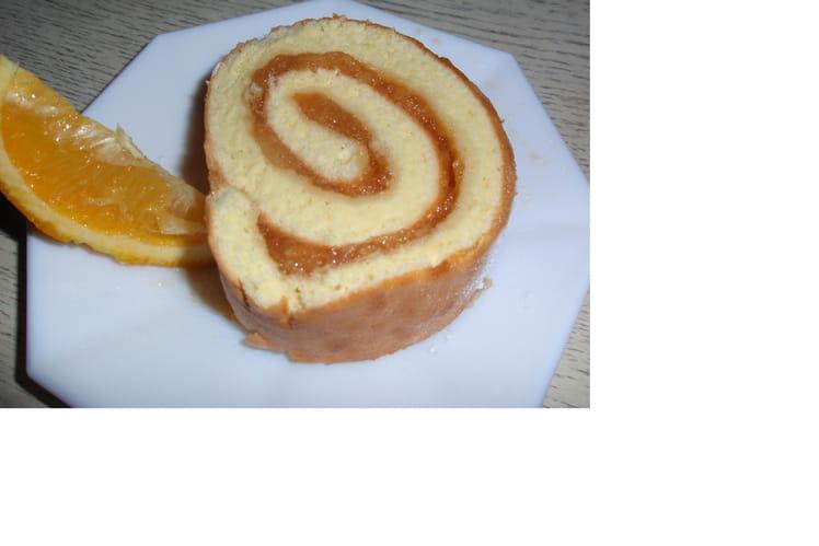 Gâteau roulé aux pommes et à l'orange
