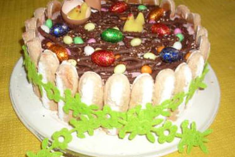 Charlotte de Pâques au chocolat et coulis de framboise