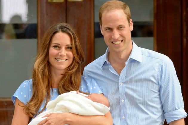 Kate, William et George à la sortie de la maternité