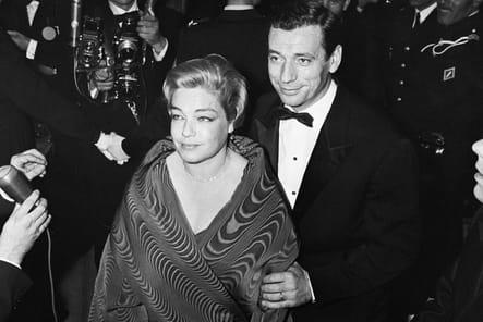 Simone Signoret et Yves Montant sur le tapis rouge