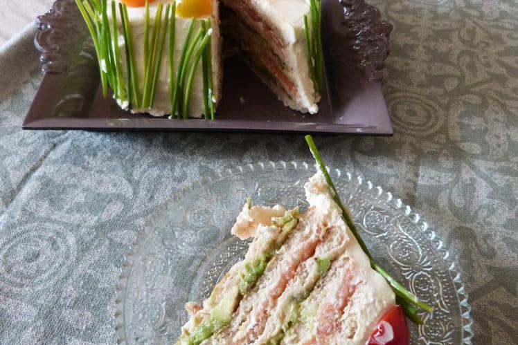 Sandwich-cake au saumon fumé et guacamole