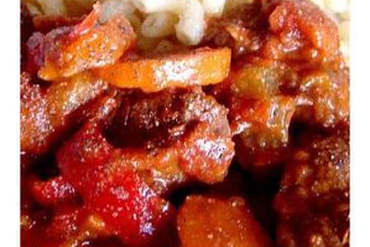 Boeuf aux poivrons et carottes, sauce au vin rouge
