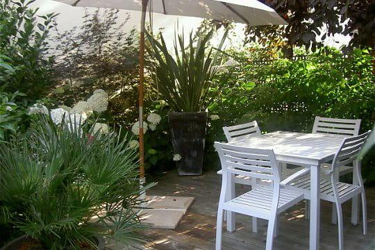 Une terrasse verdoyante en banlieue parisienne - Terras amenagee ...