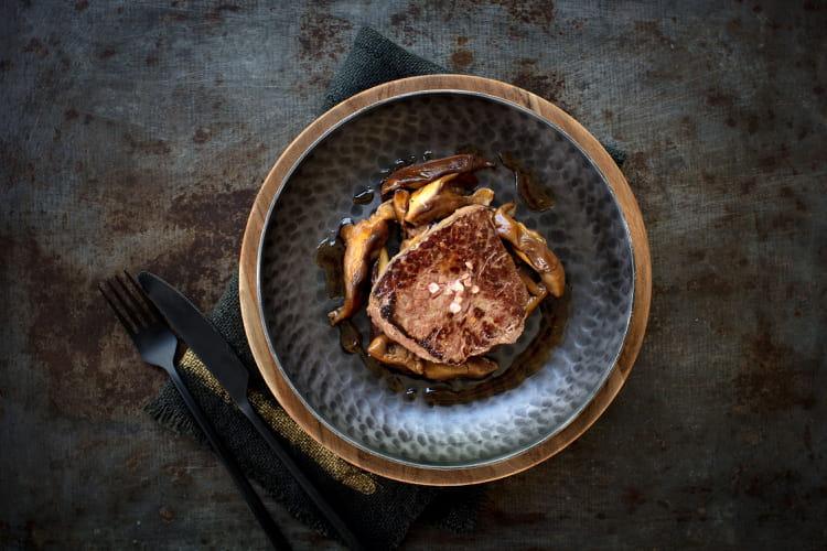 Pavés de boeuf wagyu, shiitakés mijotés au soja