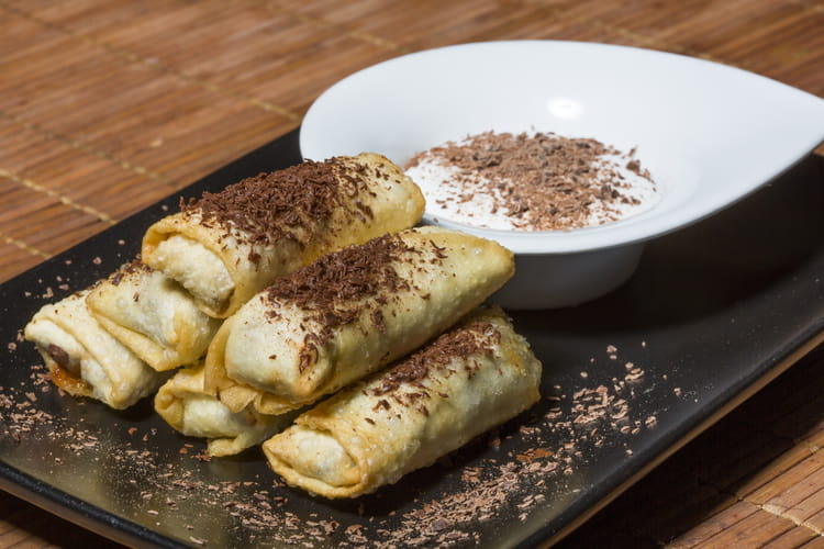 Nems chocolat-banane avec sauce au chocolat