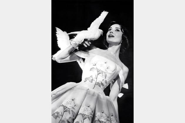 Audrey Hepburn en robe fleurie