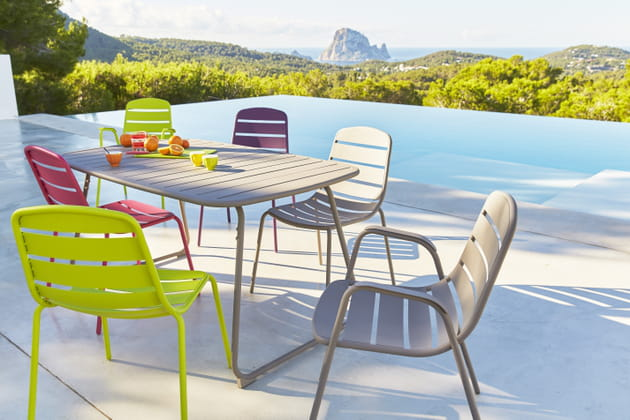 Salon de jardin hyba chez carrefour for Table jardin carrefour 99 euros