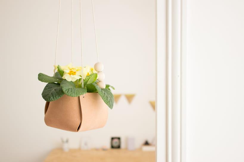 diy un cache pot en cuir suspendu. Black Bedroom Furniture Sets. Home Design Ideas
