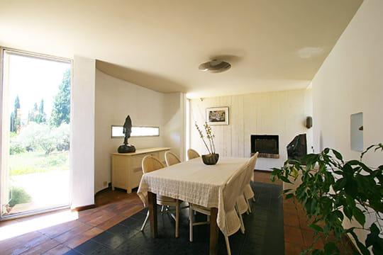salle manger en lumi re. Black Bedroom Furniture Sets. Home Design Ideas
