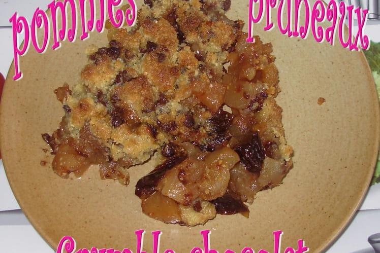 Crumble chocolat aux pommes et aux pruneaux