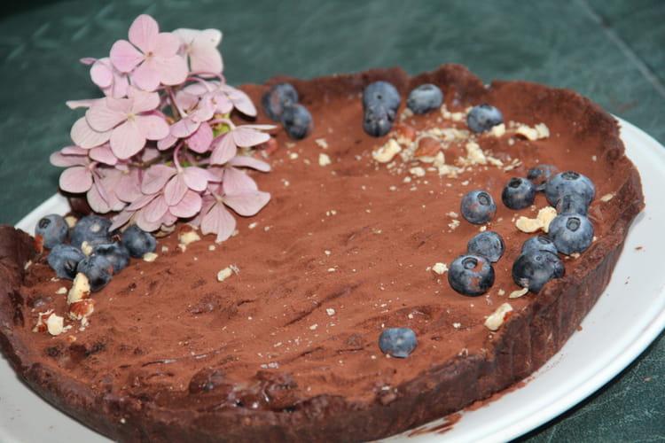 Tarte au chocolat, myrtilles et noisettes