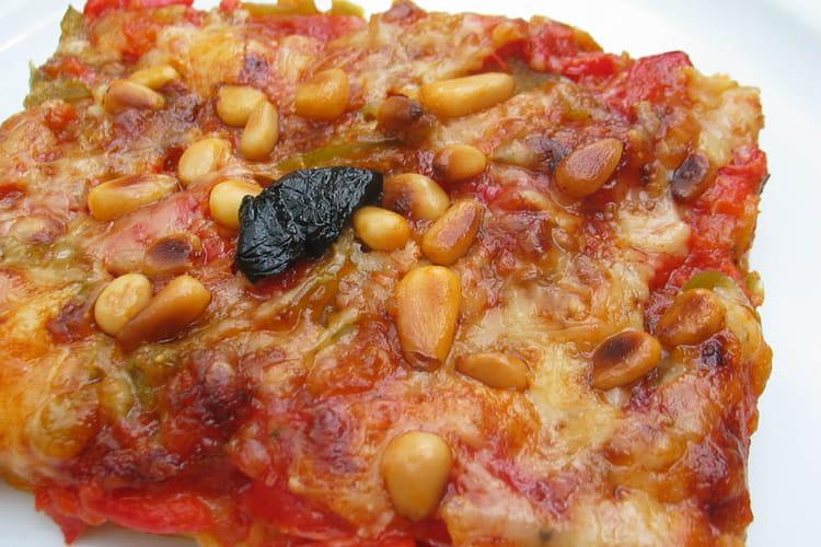 Pizza croc'fondante aux poivrons et aux pignons