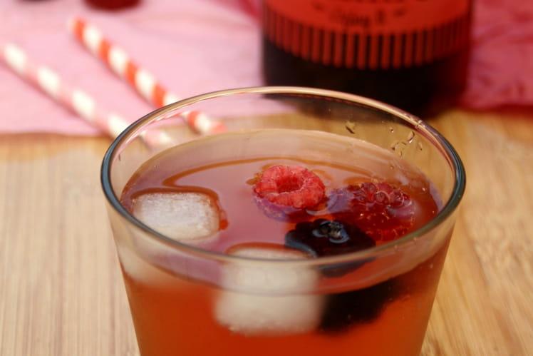 Thé glacé aux framboises et aux mûres