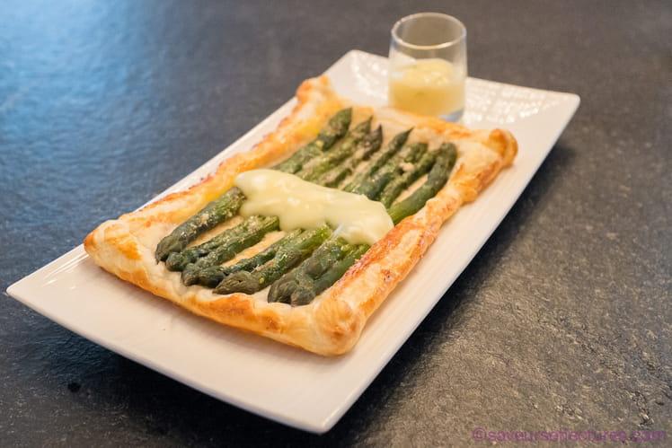 Jalousie aux asperges et sauce ciboulette