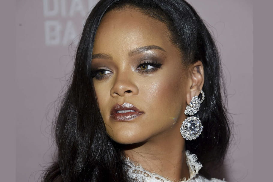 Look de star: Rihanna, déesse glowy